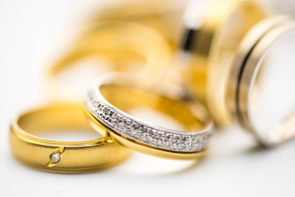 ades laenud золото